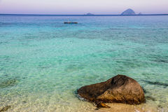 Praia com mar-Perhentians de turquesa, Malásia fotos de stock royalty free