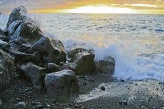 Praia com rochas do vulcão Fotografia de Stock