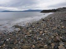 Praia com seixos Fotografia de Stock Royalty Free