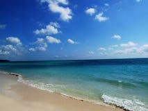 Praia como novo - linha costeira Fotos de Stock