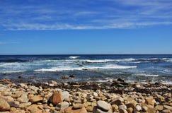 Praia completamente das pedras Foto de Stock