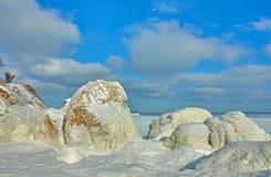 Praia congelada do inverno fotografia de stock royalty free