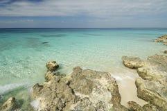 Praia coral nas Caraíbas fotografia de stock royalty free