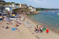 Praia Cornualha Inglaterra Reino Unido de Cawsand na península de Rame que negligencia o som de Plymouth Fotografia de Stock