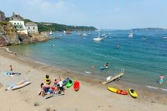Praia Cornualha Inglaterra Reino Unido de Cawsand na península de Rame que negligencia o som de Plymouth Imagens de Stock Royalty Free
