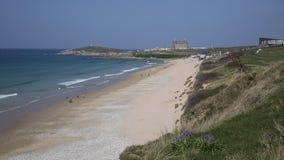 Praia Cornualha Reino Unido de Newquay com campainhas filme