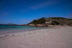Praia crepuscular de Esperance pela luz de Lua cheia Imagem de Stock
