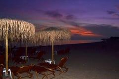 Praia crepuscular espaçoso imagem de stock