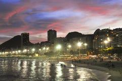 Praia Crepuscule de Copacabana imagem de stock