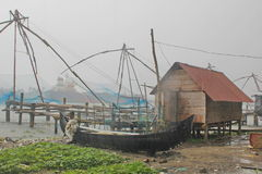Praia da Índia perto de um porto na chuva Fotos de Stock Royalty Free