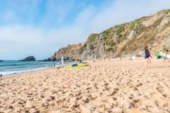 Praia DA Adraga en el parque natural de Sintra-Cascais en Portugal Foto de archivo libre de regalías