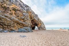 Praia DA Adraga en el parque natural de Sintra-Cascais en Portugal Imágenes de archivo libres de regalías