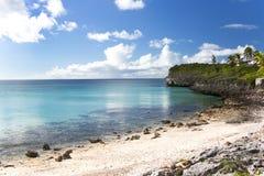 Praia da areia do branco de jardins do oleandro Um grandes mergulhar e divin Imagem de Stock Royalty Free