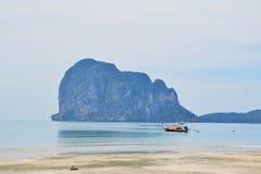 Praia da areia do mar Foto de Stock