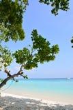 Praia da areia do mar Fotografia de Stock