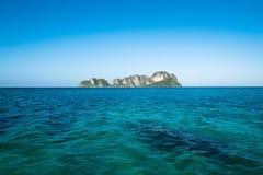 Praia da areia do mar da ilha Imagem de Stock Royalty Free