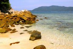 Praia da areia do ouro em Malásia Imagens de Stock