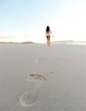 Praia da areia do passo Imagens de Stock