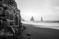Praia da areia do preto de Vik Imagens de Stock Royalty Free
