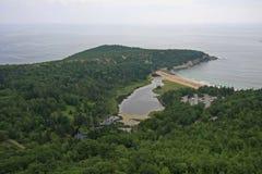 Praia da areia no parque nacional do Acadia, Maine foto de stock