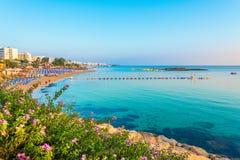 Praia da baía da árvore de figo em Protaras, Chipre fotos de stock royalty free