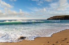 Praia da baía de Holywell Imagens de Stock