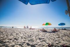 Praia da baía dos acampamentos Fotos de Stock Royalty Free