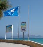 Praia da bandeira azul Fotografia de Stock