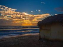 Praia da cabana no por do sol Fotos de Stock