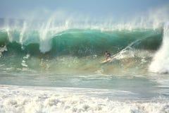 Praia DA Cacimba und der Surfer - Fernando de Noronha stockbilder