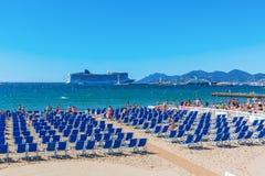 Praia da cidade de Cannes, dAzur da costa, França Fotos de Stock Royalty Free