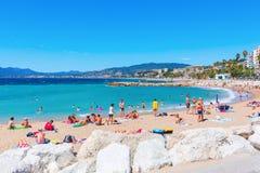 Praia da cidade de Cannes, dAzur da costa, França Fotografia de Stock