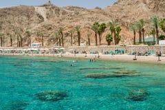 Praia da cidade de Eilat, Mar Vermelho, Israel Fotos de Stock