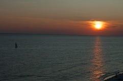 Praia da Cidade do Panamá do por do sol fotografia de stock