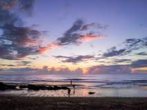 Praia DA Cresmina en la puesta del sol, Algarve, Portugal Foto de archivo libre de regalías