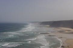 Praia DA Fateixa Ατλαντική παραλία Arrifana στο Αλγκάρβε, έτσι Στοκ φωτογραφία με δικαίωμα ελεύθερης χρήσης