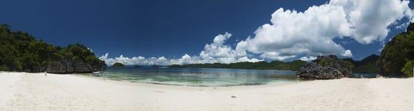Praia da ilha de Caramoan Fotografia de Stock Royalty Free