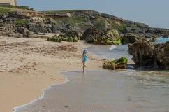 Praia da Ilha gör den Pessegueiro stranden nära Porto Covo, Portugal Royaltyfria Bilder