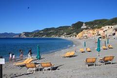 A praia da opinião de Varigotti do cais Fotografia de Stock Royalty Free