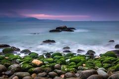 A praia da rainha - as rochas ovais encalham em Quy Nhon, Binh Dinh, Vietname imagens de stock