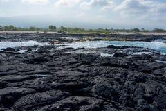 Praia da rocha da lava na ilha grande de Havaí Fotografia de Stock Royalty Free