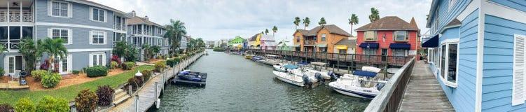 PRAIA DA SESTA, FL - EM FEVEREIRO DE 2016: Vista panorâmica de colorido ho Fotos de Stock