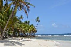 Praia das caraíbas bonita de uma ilha de San Blas, no ¡ de Panamà imagens de stock