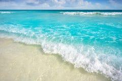 Praia das caraíbas de turquesa no Maya de Riviera imagem de stock
