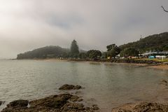 Praia das ilhas de Misty Morning On Bay Of Imagem de Stock