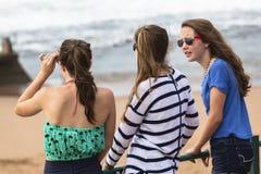 Praia das meninas Foto de Stock Royalty Free
