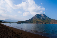 Praia de Adrasan em um dia nebuloso Imagens de Stock Royalty Free