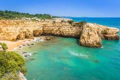 Praia de Albandeira - belles côte et plage d'Algarve, port Photos libres de droits