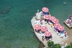 A praia de Antalya A vista das montanhas imagem de stock royalty free