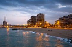Praia de Badalona na noite Fotografia de Stock Royalty Free